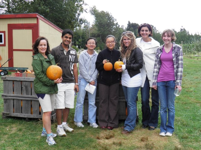 Cantor Lab Outing, Pumpkin Picking